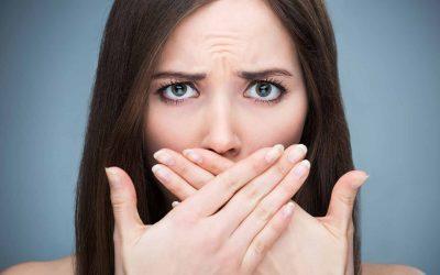 Blogas burnos kvapas: kas jį sukelia ir kaip jo atsikratyti?